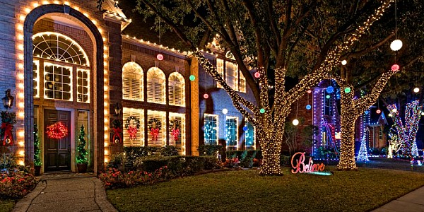 trophy for best ultimate four with wealthy club lights northern the in country suburb christmas displays of neighborhood each light this has year lighting a dfw contest and