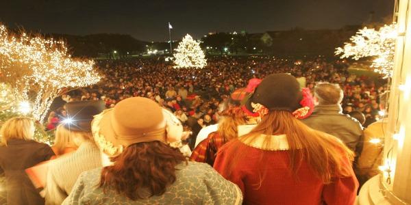 SMU_celebration_of_Lights_Crowd