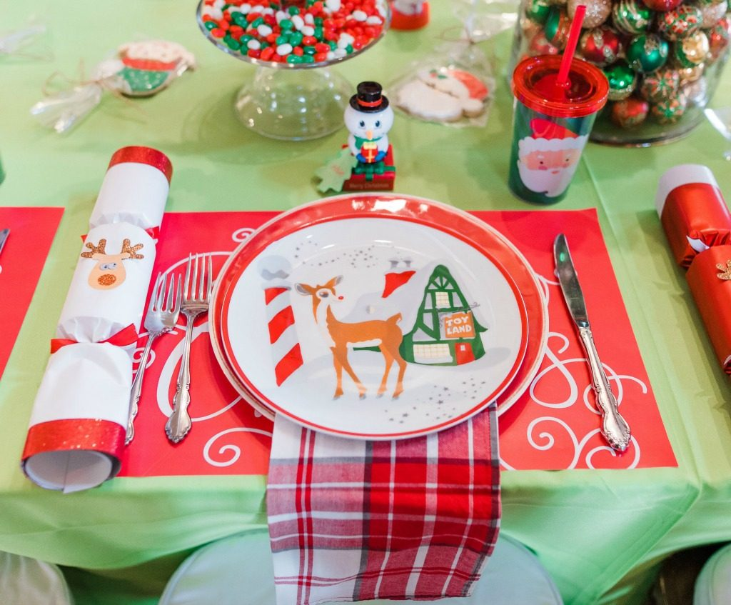 A thanksmasgiving tablescape sofortworthit by each place setting was a holiday party cracker a fun toy with a name tag tied to it and a gift bag of surprises solutioingenieria Gallery